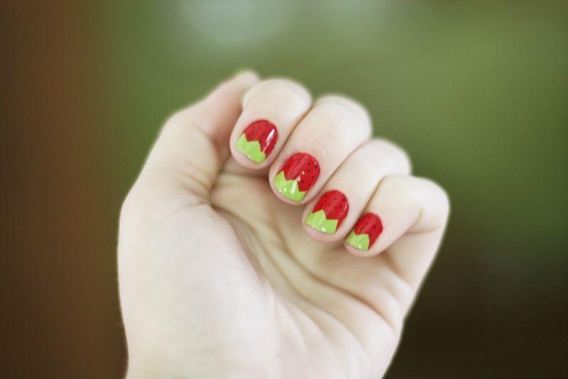 _daintysquidstrawberrynails