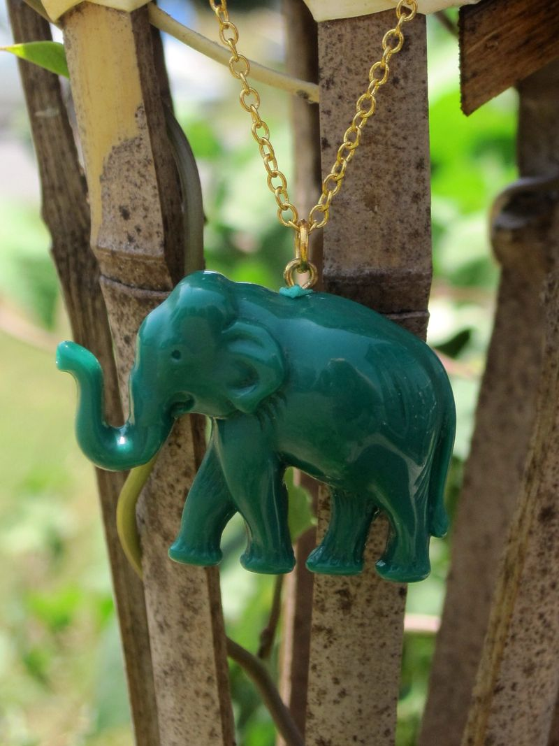 23greenelephantnecklace2